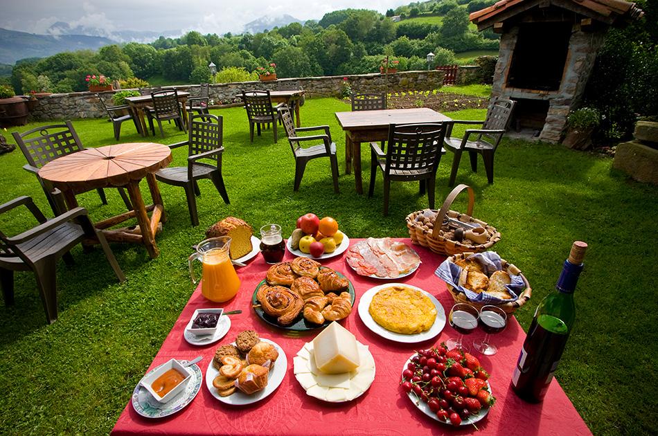 Desayuno con vistas al valle de Baztán